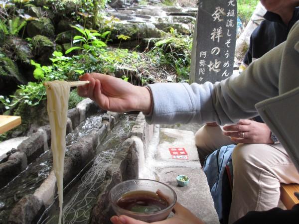 結合了美味與樂趣的日本經典美食流水麵